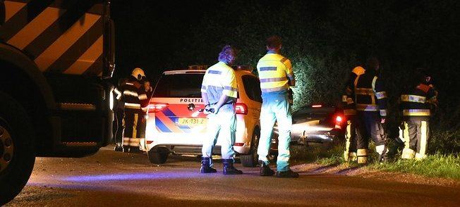 Auto belandt in sloot: bestuurder spoorloos